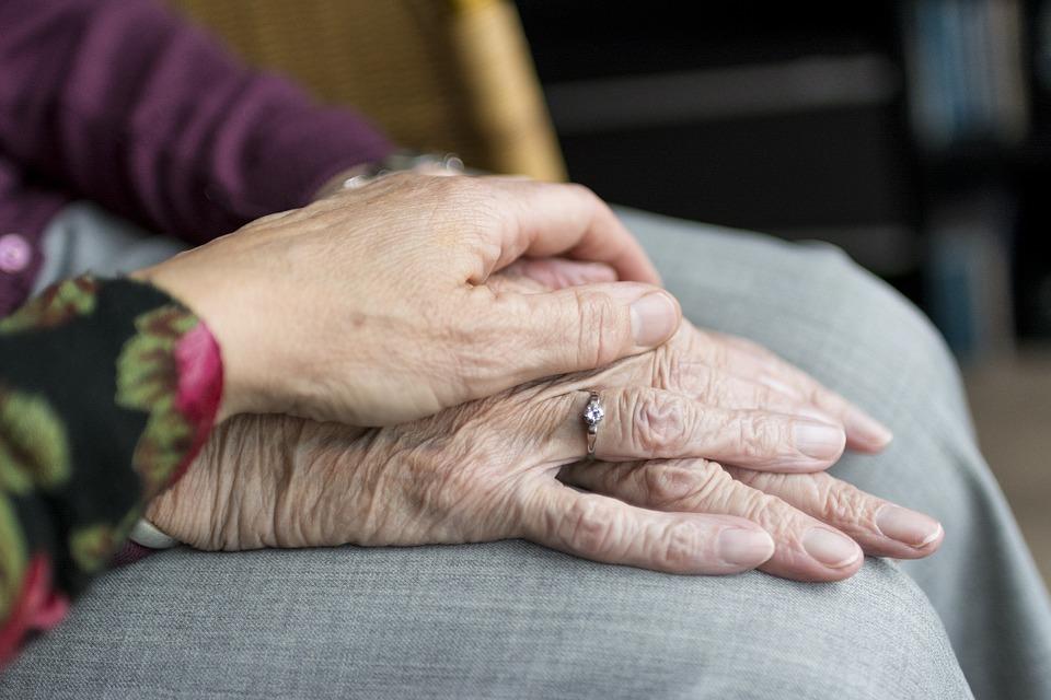 เฝ้าไข้-elderly-1