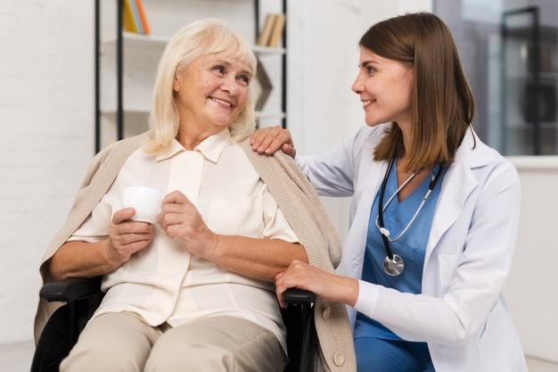 nurse-with-oldlady
