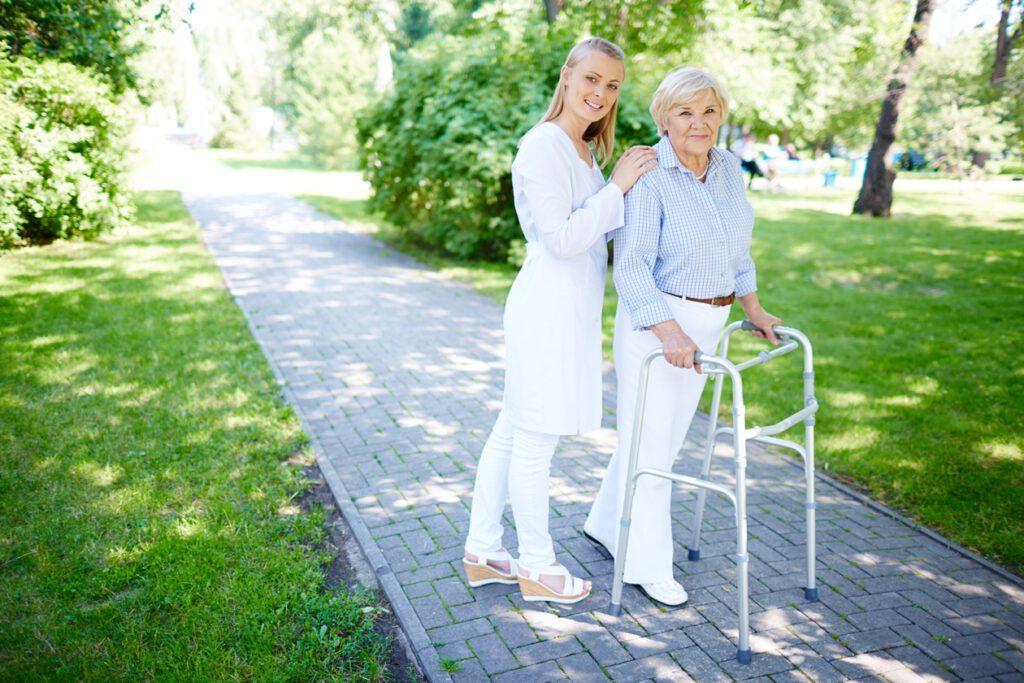 nurse-with-senior