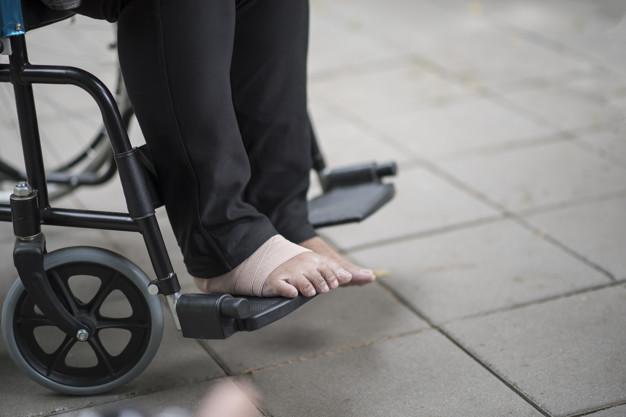 feet-pain-elderly