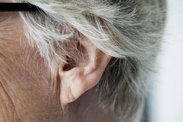 ear-disease-can-not-hear-elderly