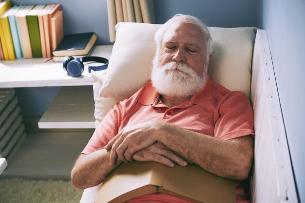 elderly-napping-prevent-wrinkled